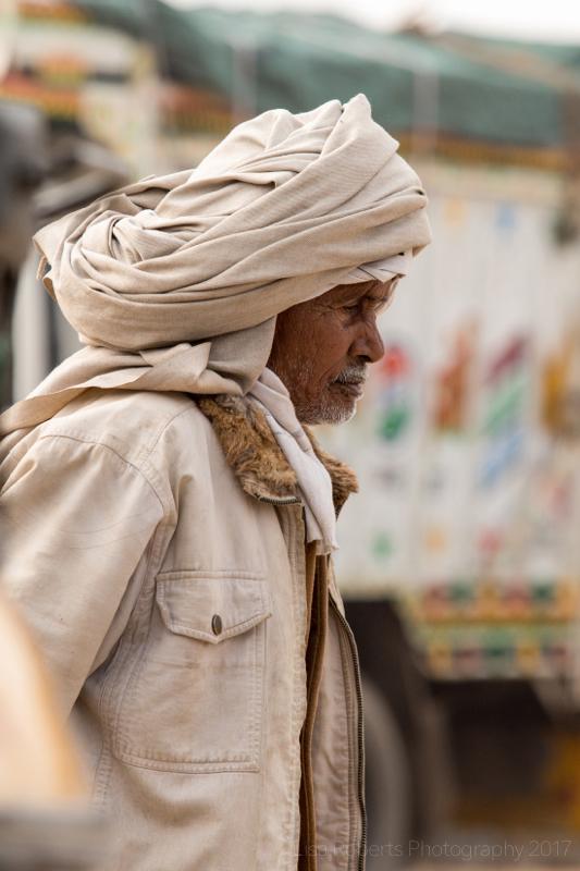Man in turban,Shopping for fruit, Mathura, Uttar Pradesh, India