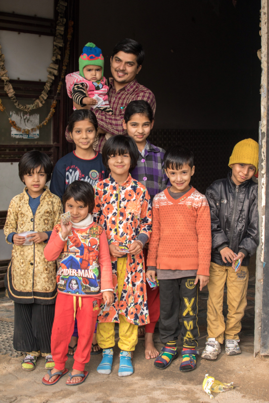 Whole family in doorway, Palwal, India