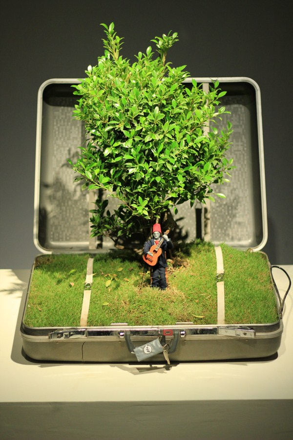 Created Found Object   VIP suitcase, 140‐year‐old Bonsai tree, mannequin, motors, Arduino, grass, audio  Variable   2019