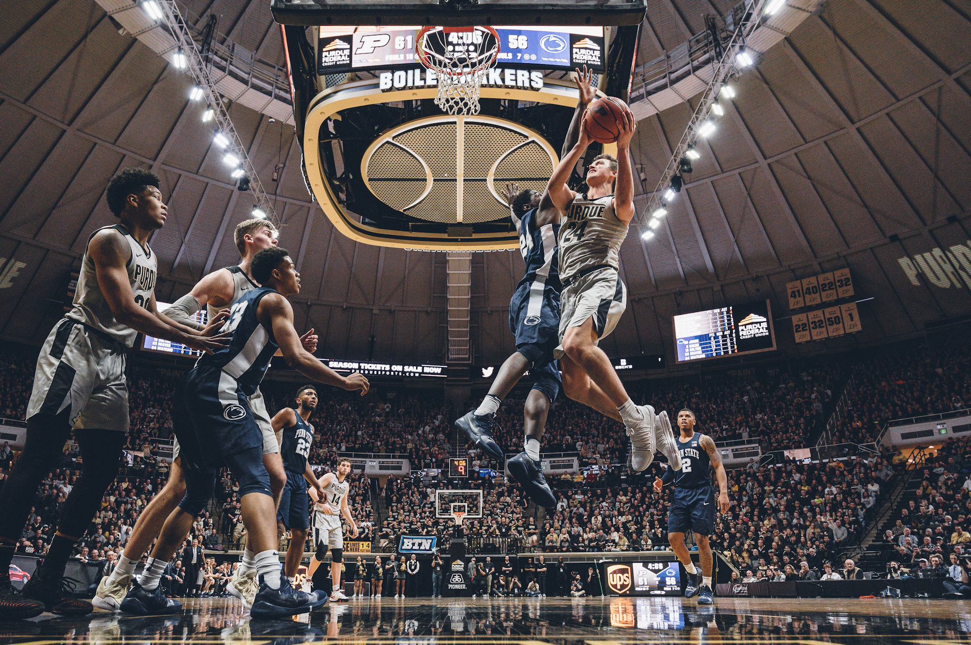 Eifert attacks Stevens, who had 4 fouls at the time, and hits this layup to stop a 12-0 PSU run. Stevens would foul out on the next possession.