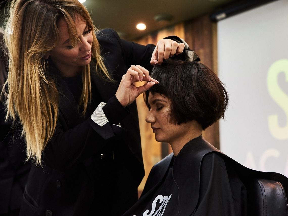 Мы приглашаем на авторские курсы обучения под руководством ведущих тренеров в России! - Ведущие стилисты и тренера России, успешно обучающие парикмахеров уже более 10 лет.