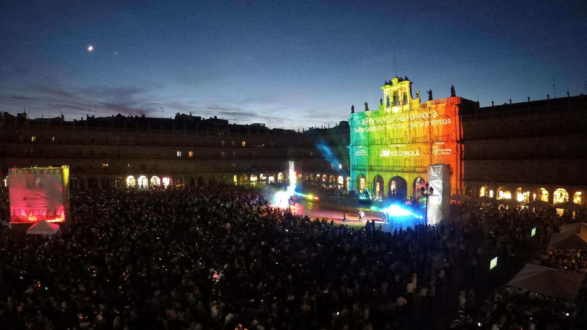 """ภาพบรรยากาศงาน """"Luz y Vanguardias"""" โซนหลักของเทศกาล ที่งาน """"LIFE"""" แสดง ณ พลาซามายอร์"""