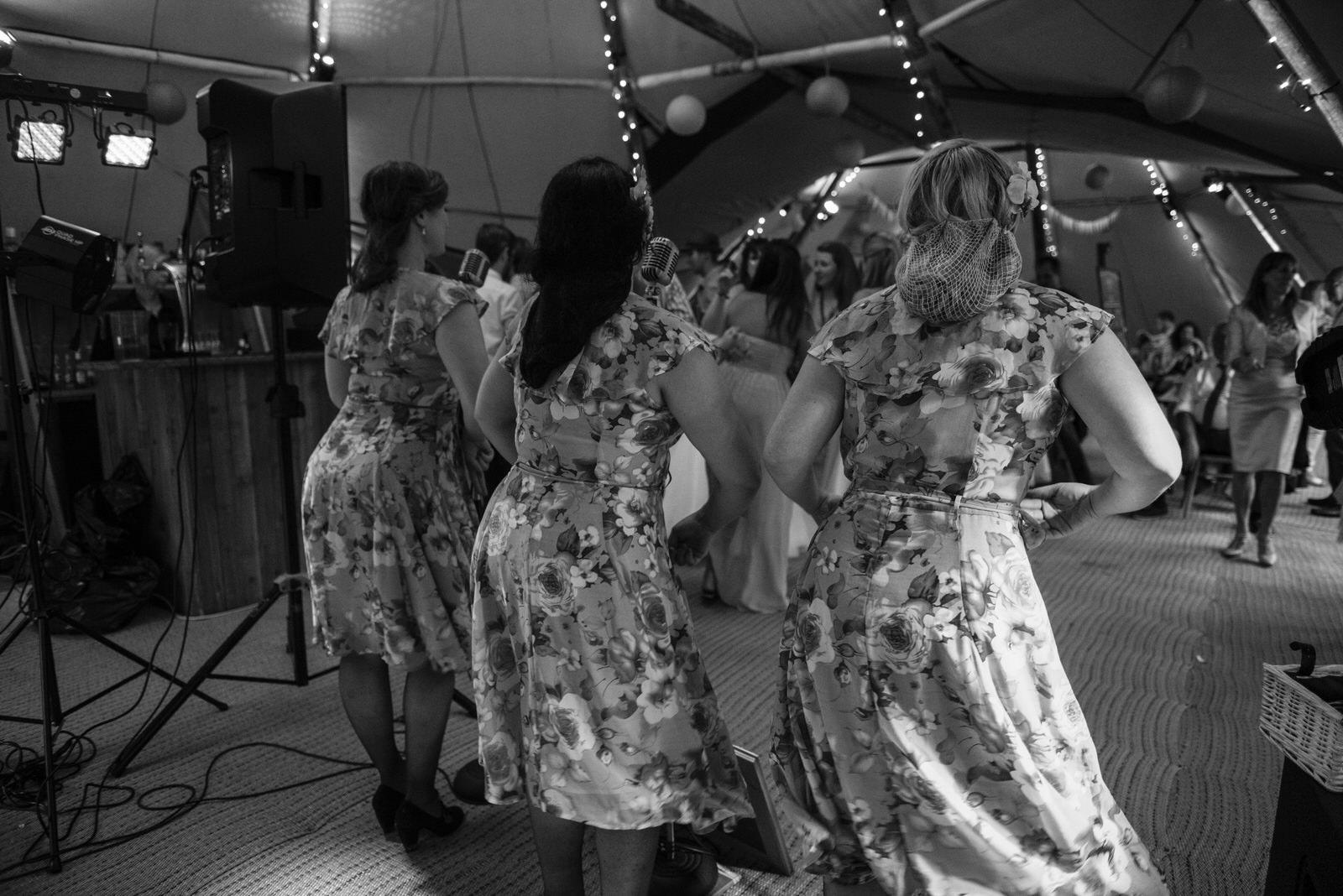 S&J-Wasing Park-dancing-115.jpg
