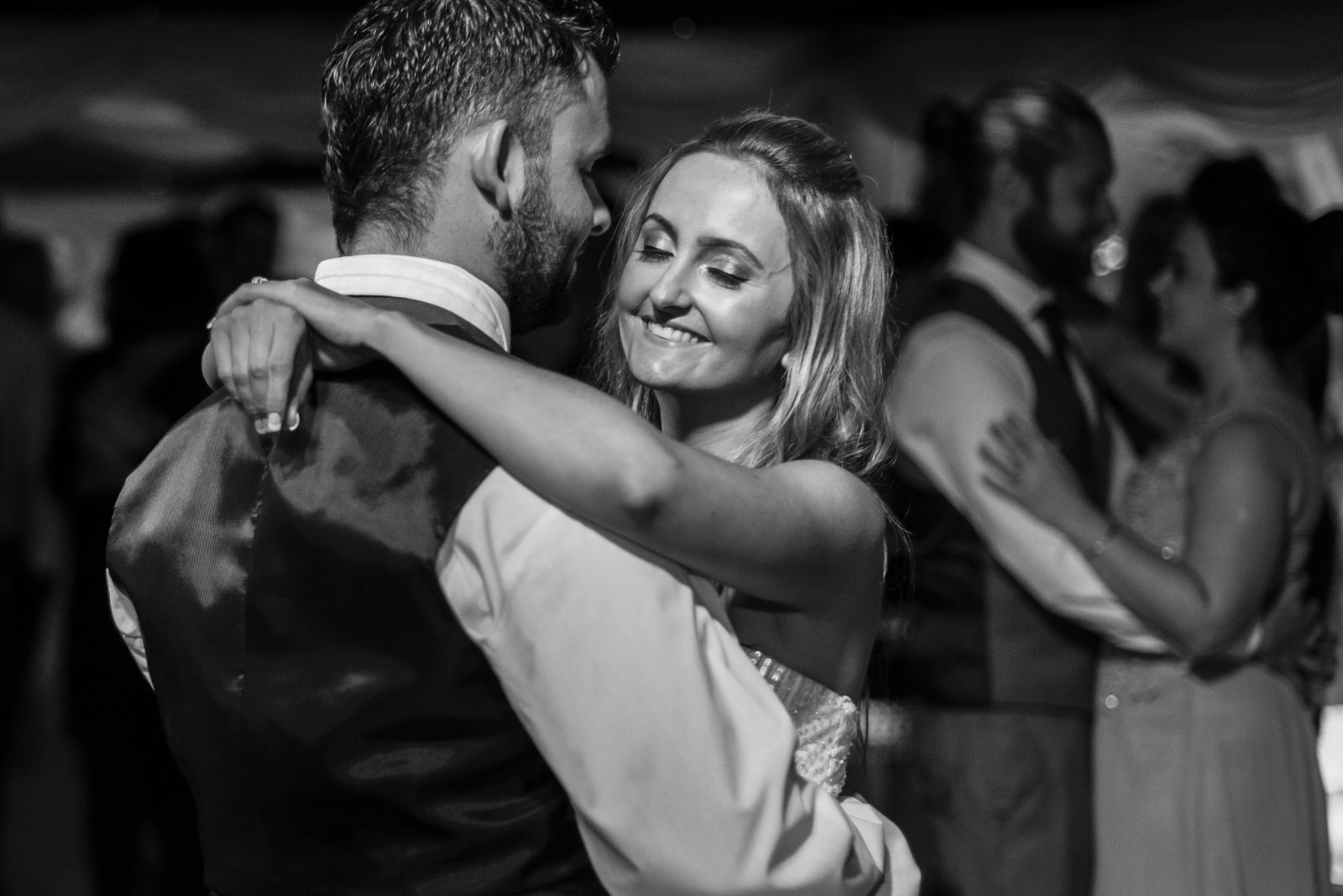 L&C-firstdance-22.jpg