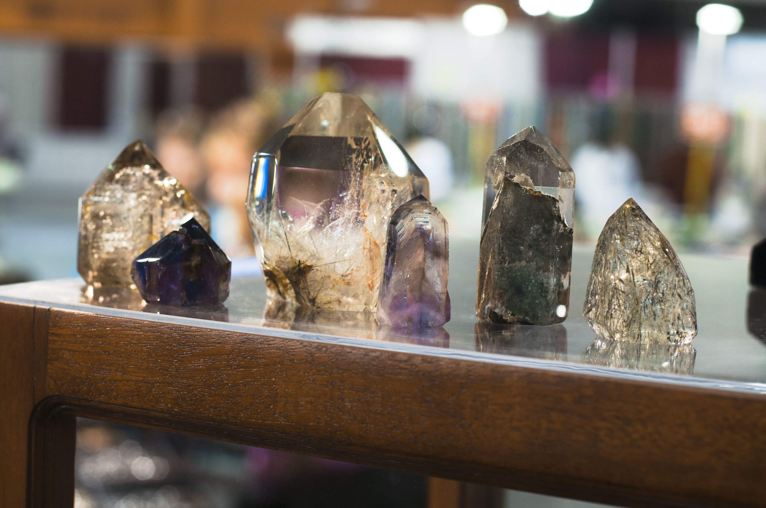 Some jaw dropping quartz and amethyst points