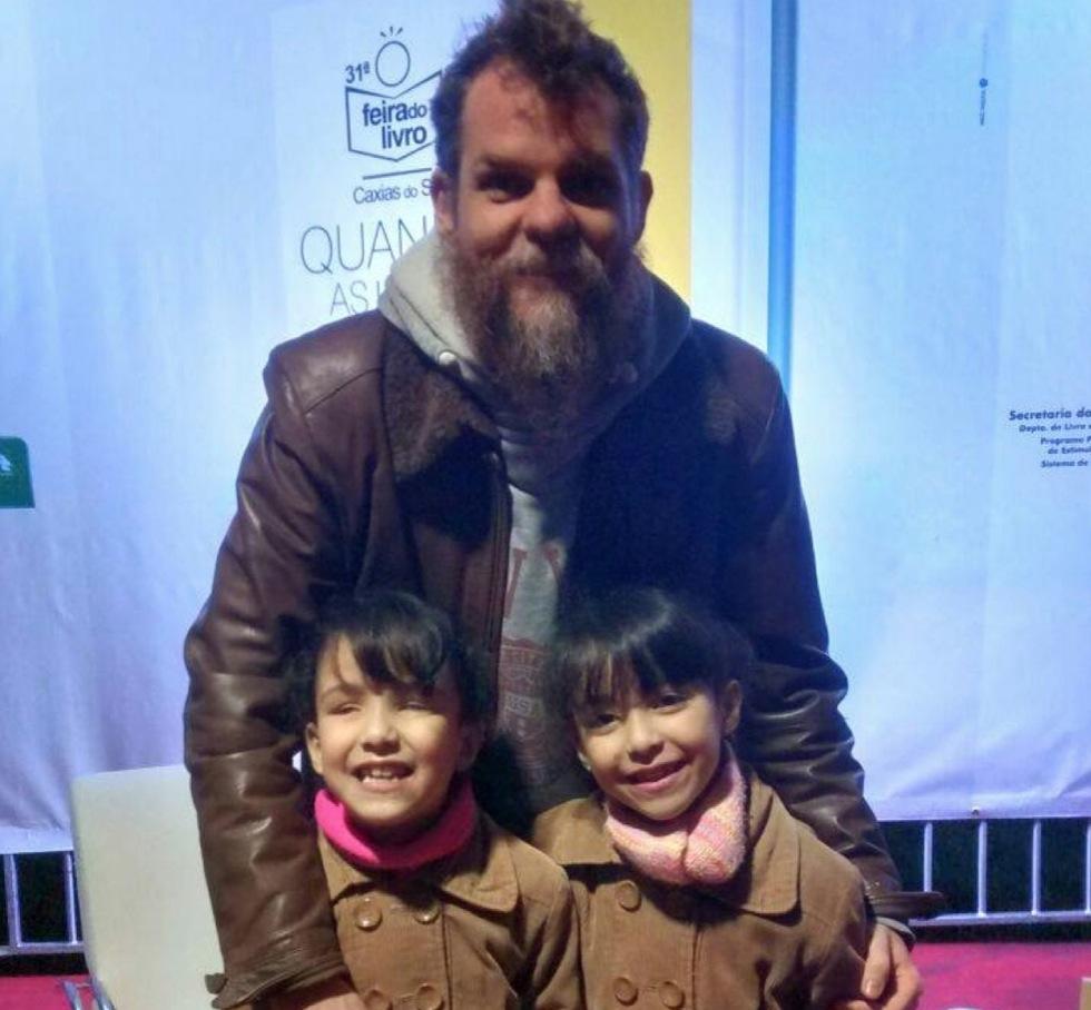 Isadora, Heloisa (que tem o mesmo nome da minha mãe) e eu, no lançamento de O Papai é Pop na Feira do Livro de Caxias do Sul - RS