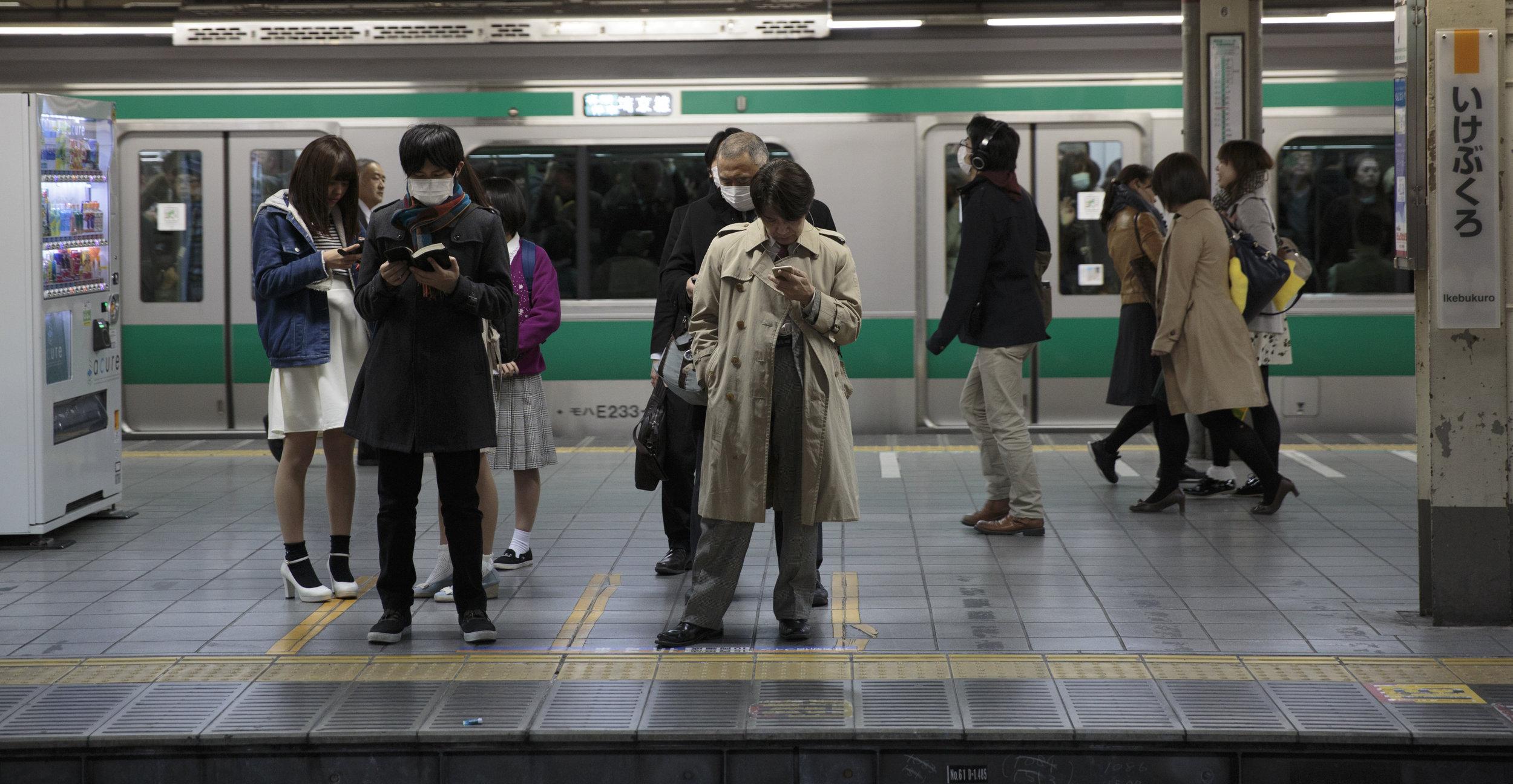 ikebukuro-train-platform.jpg