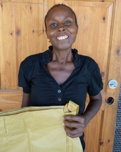 Sonia is a student in the Môle-Saint-Nicolas sewing program.
