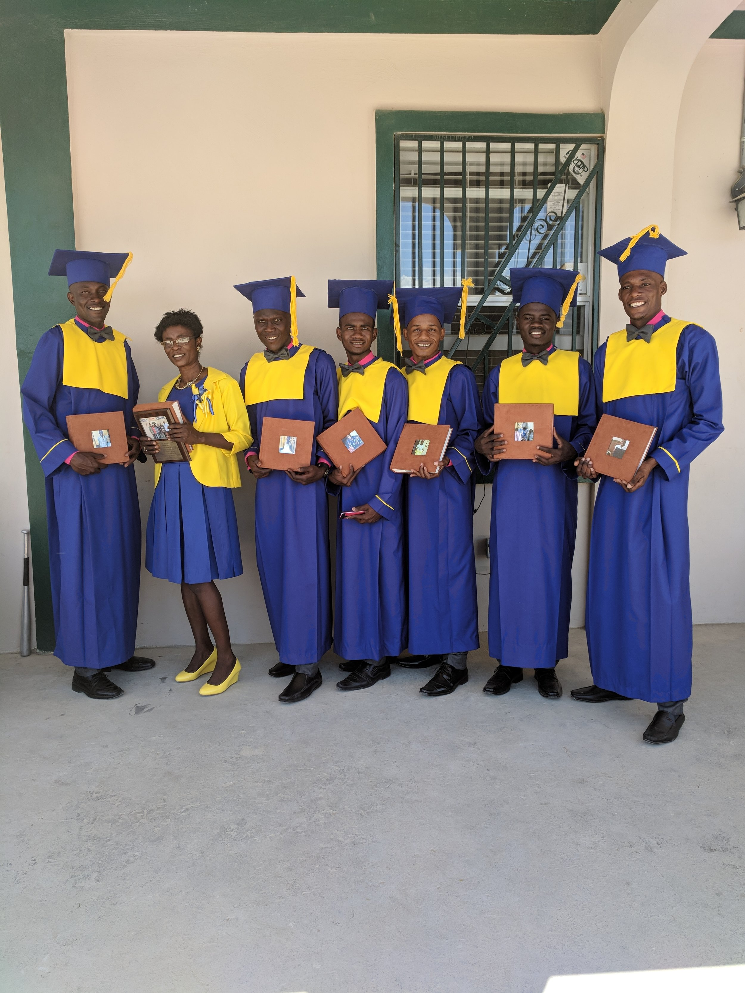The graduates with their photo books.