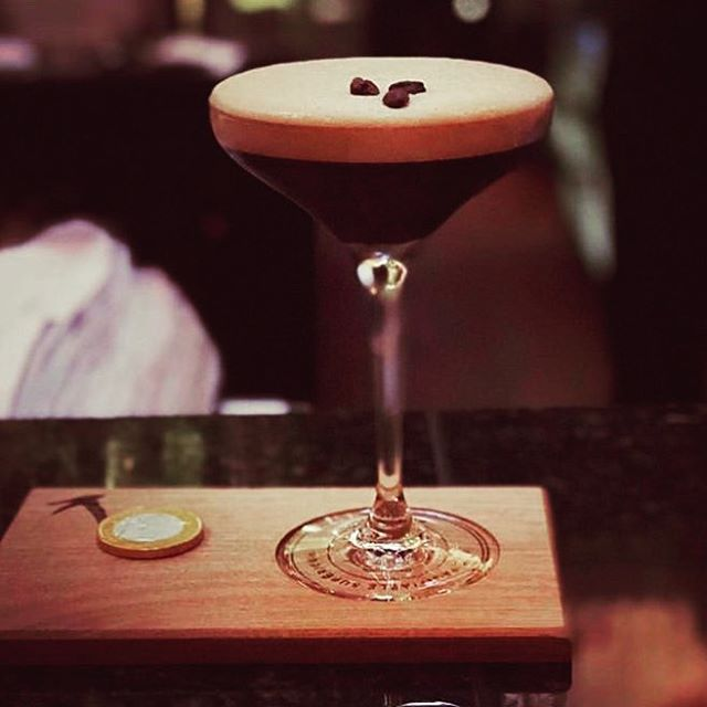 3 o clock on a Wednesday is the perfect time for a Greygoose espresso martini, isn't it? #greygoosevodka #cocktails #espressomartini #bestbar #dublinbars #thebank #thebankoncollegegreen