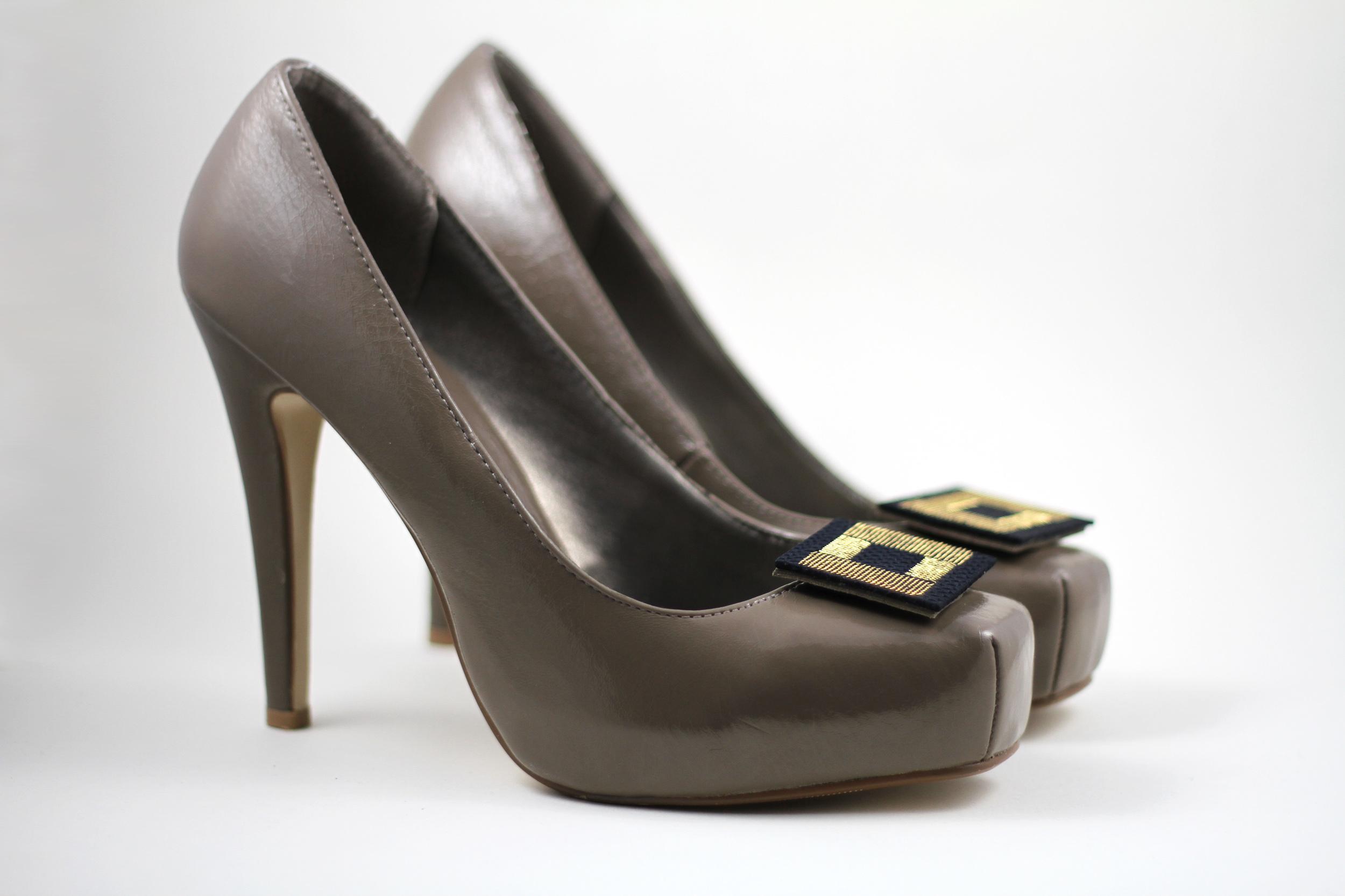 Shoe-Clips-Black--Silk-Gold-Metal-CPU-Isabel-Wong.JPG