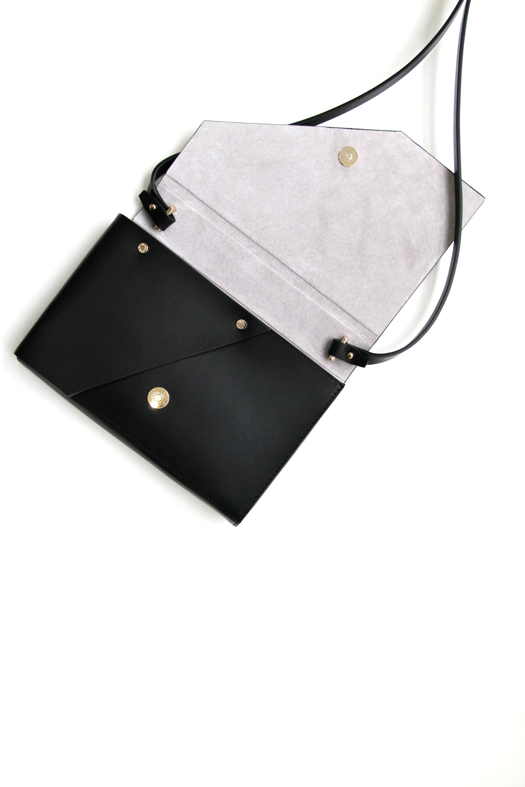 Evo Leather Clutch Black Open View -Urban Travel x Isabel Wong.jpg