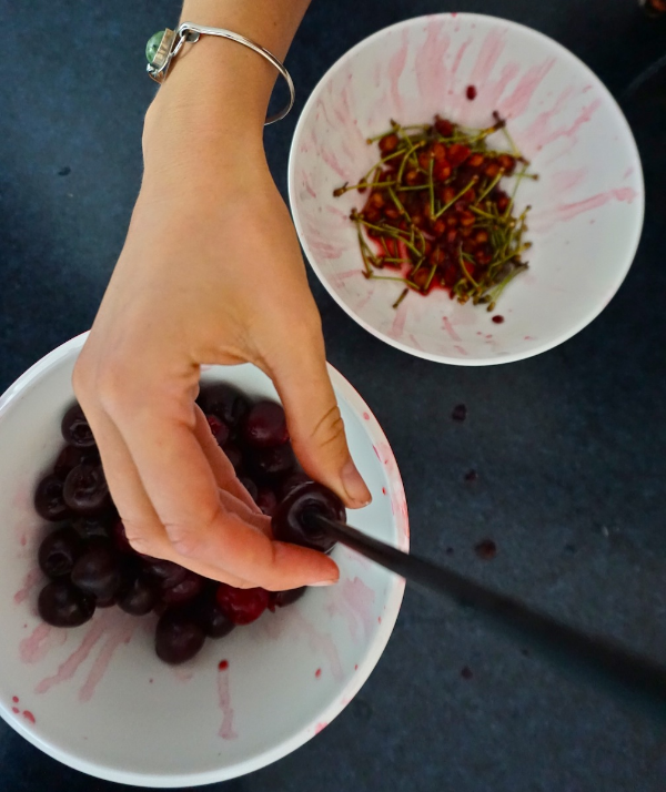 How to pit cherries quickly