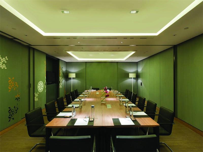 3-SET UPS barcelona_meeting-room_lg.jpg
