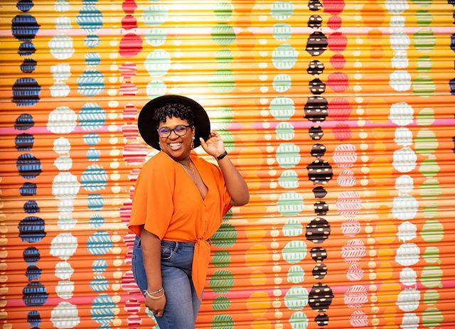 Sprinkling a little midweek, midday joy on your TL ✨🧡✨ Let's create (and document) some joy this summer ☺�☀�#dfinneyphoto #warmcolorsarekindamything #dcphotographer #donttakeboringbusinessphotos #dmvphotographer