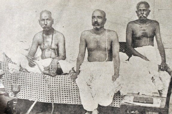 G.S Khaparde (left),Bala Gangadhar Tilak (middle), the great revolutionaries had a respect towards the bhaang culture.