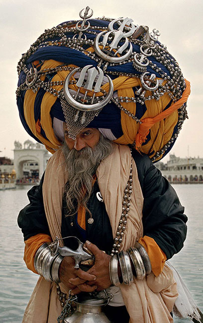 An extraordinary appearance of a Nihang