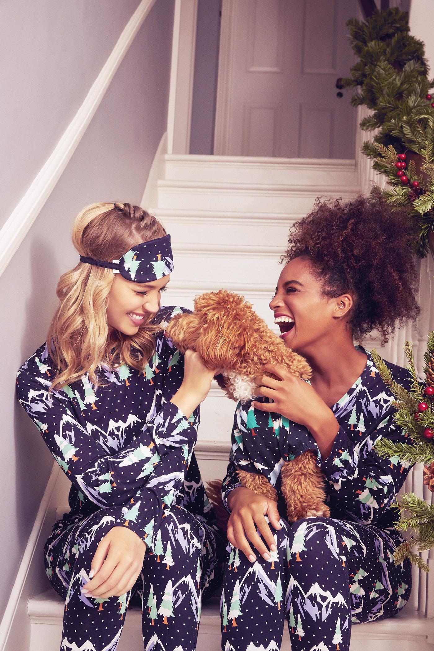 christmas-photoshoot-pyjamas-photographer-london-2Z5A6077-f1.jpg