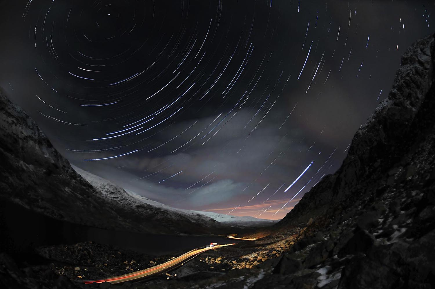 Fish eye tryfan Startrail 2 tweak.jpg
