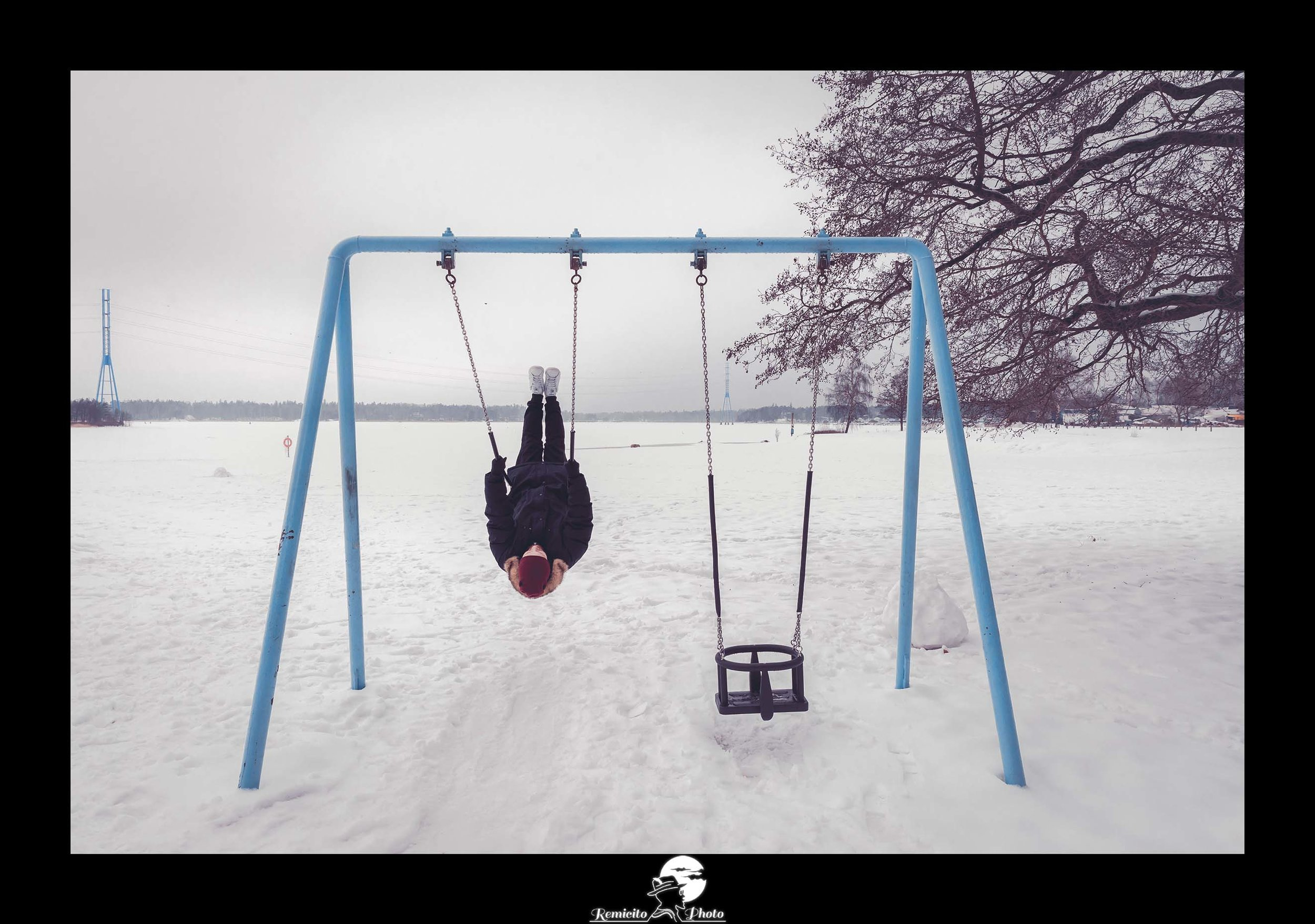 remicito photo, remicito, photo balançoire neige, toucher les étoiles photo, photographe français voyage Finlande, happy life Finland, idée cadeau, belle photo cadeau tirage de qualité