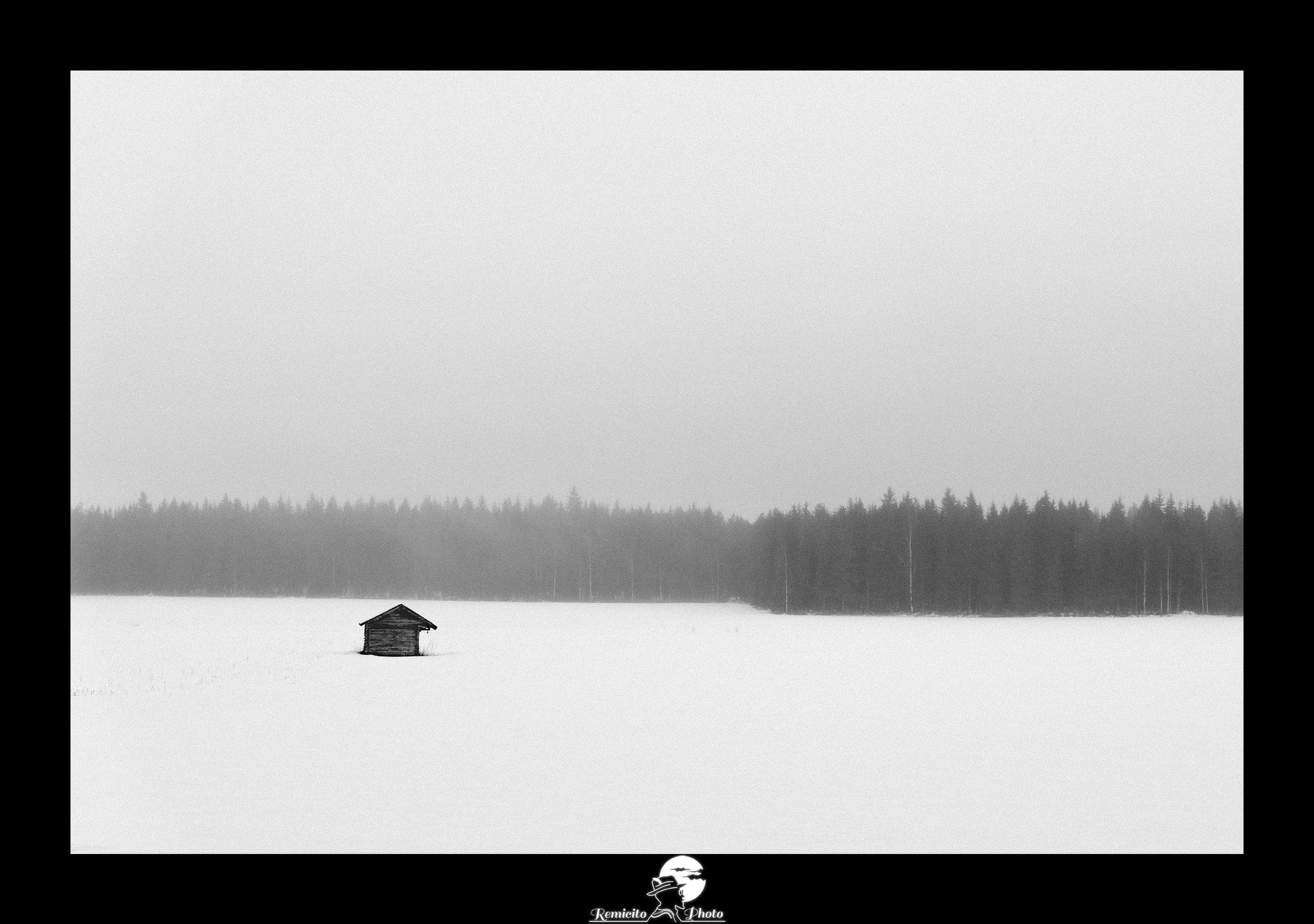 remicito, photoclub paris val-de-bièvres, remicito rémi lacombe, photo châlet noir et blanc, belle photo maison neige forêt, idée cadeau belle photo tirage noir et blanc
