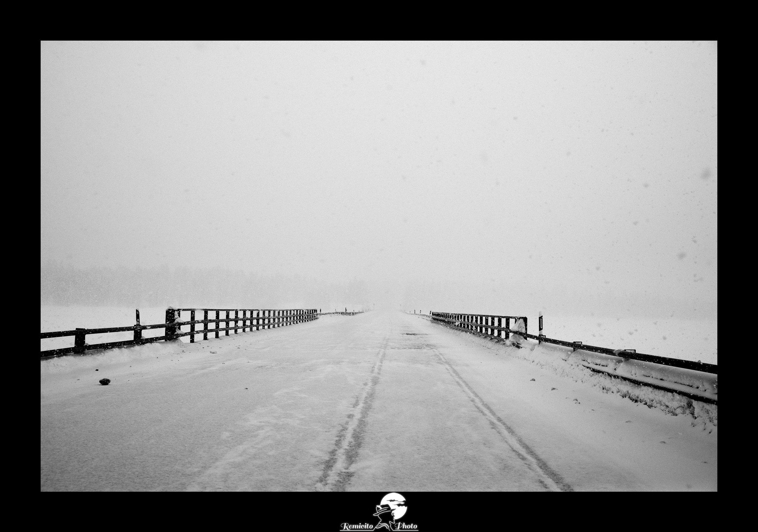remicito, photoclub paris val-de-bièvre, remicito rémi lacombe, exposition, photo noir et blanc route pont, belle photo idée cadeau route pont neige noir et blanc