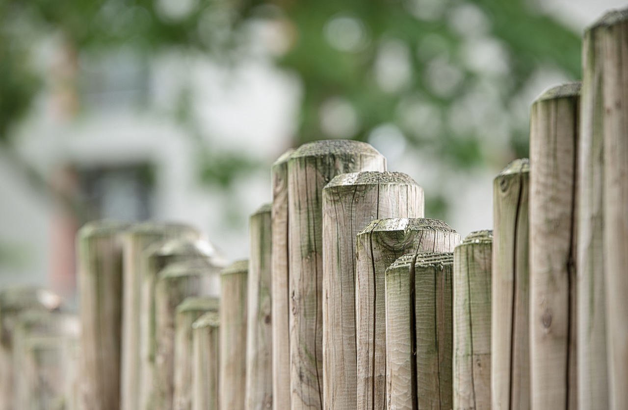 Fencing   If hedges aren't for you we can help plan and build a fence which will be the envy of your neighbours!