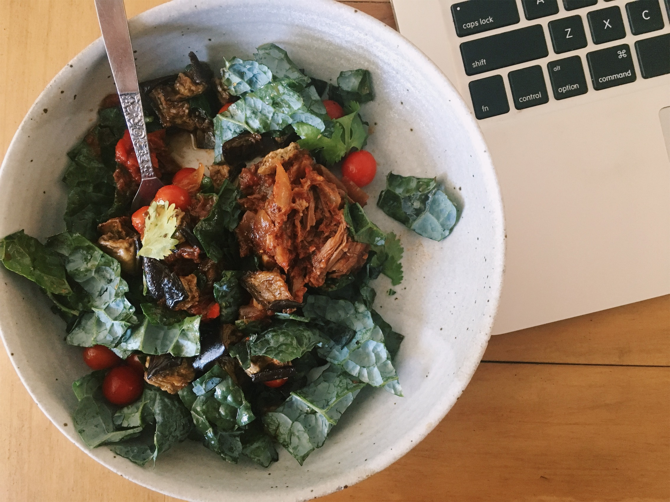 2:30 pm - I spent the entire morning / early afternoon with clients and this was the first time I had time to eat lunch! Slow cooked steak (recipe to be posted soon) + chopped kale, cherry tomatoes and roasted eggplant.