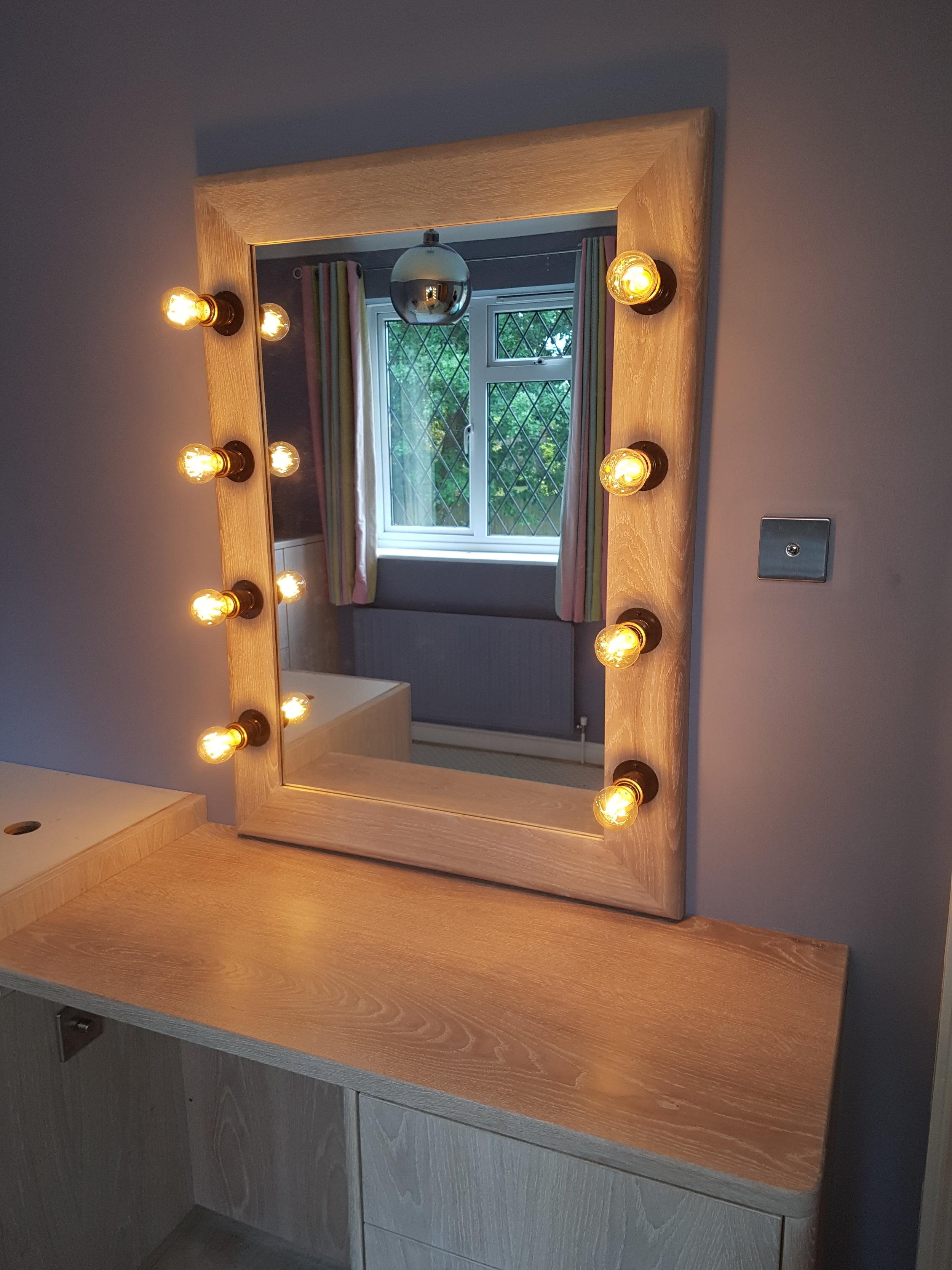 light up vanity mirror.jpg