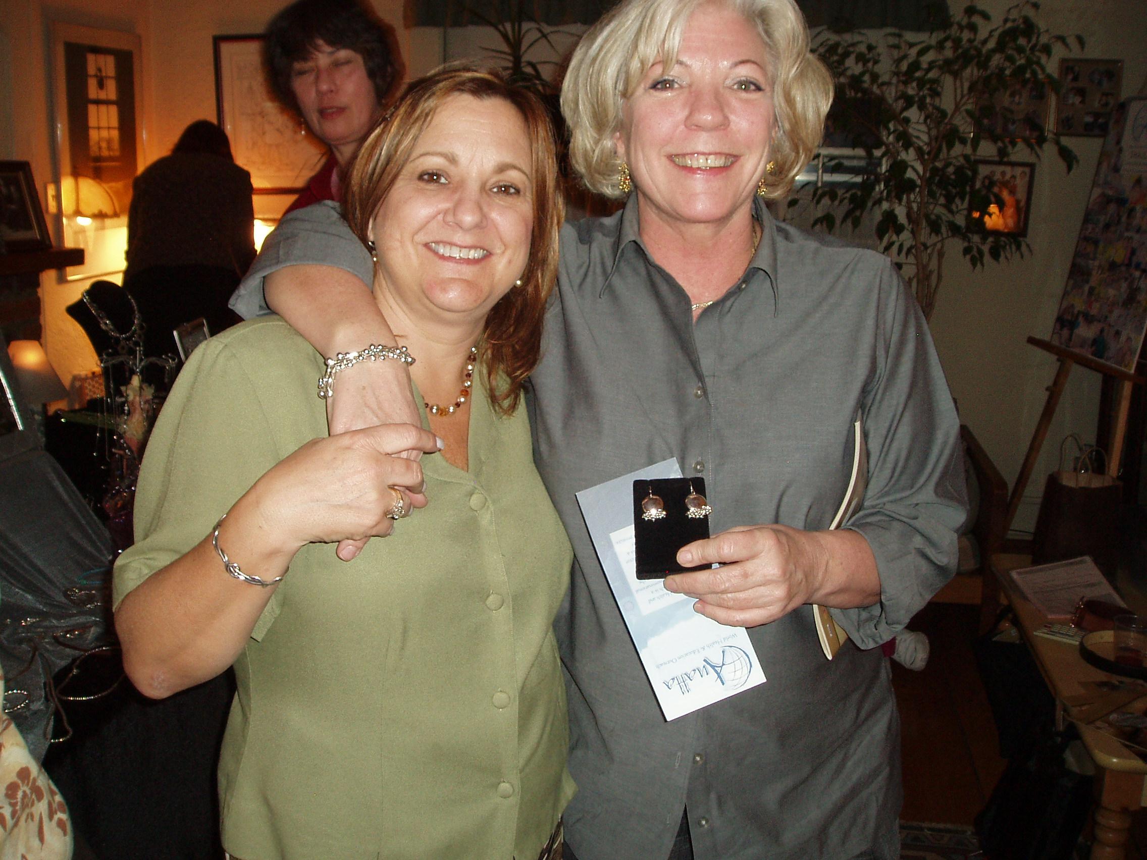 Linda & Jeannie 9:07.jpg
