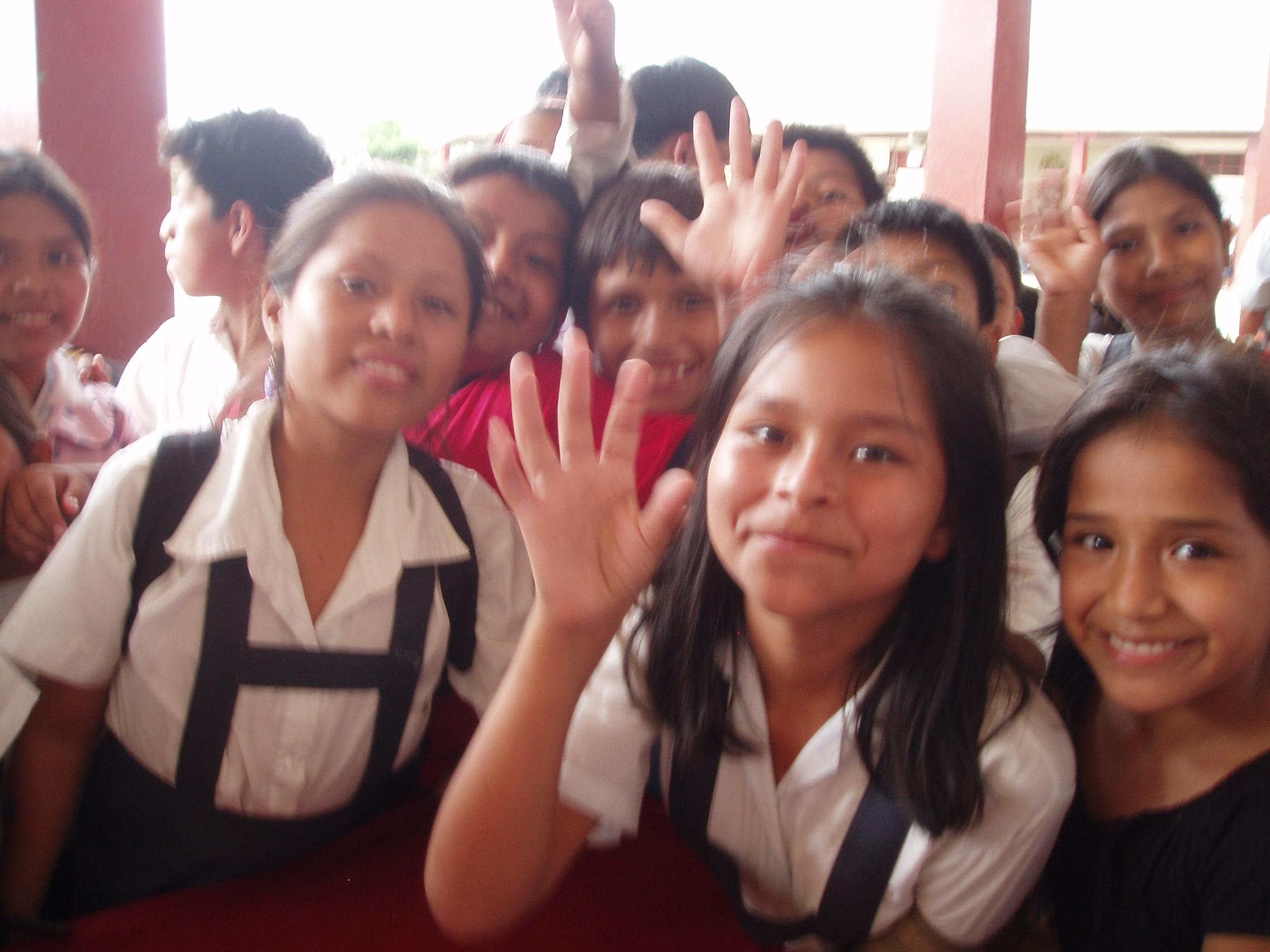 Fitz girls waving.jpg
