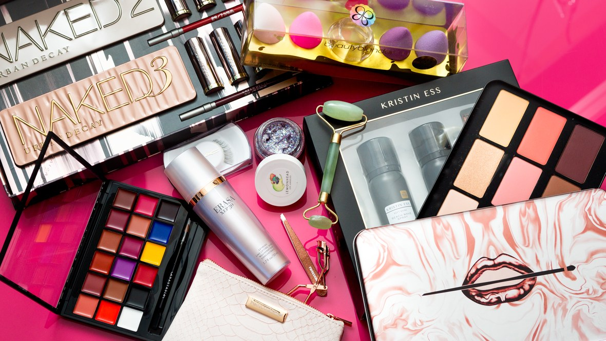 allure-2017-beauty-obsessed-holiday-gifts.jpg