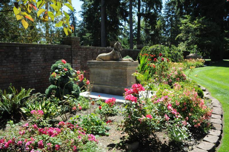 The Kingsale Hounds Statuary From England.jpg