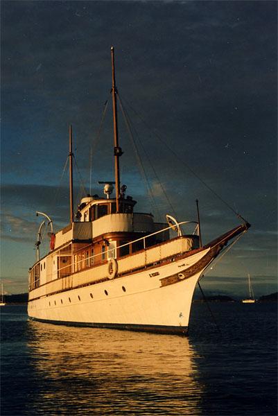 f_yacht1.jpg