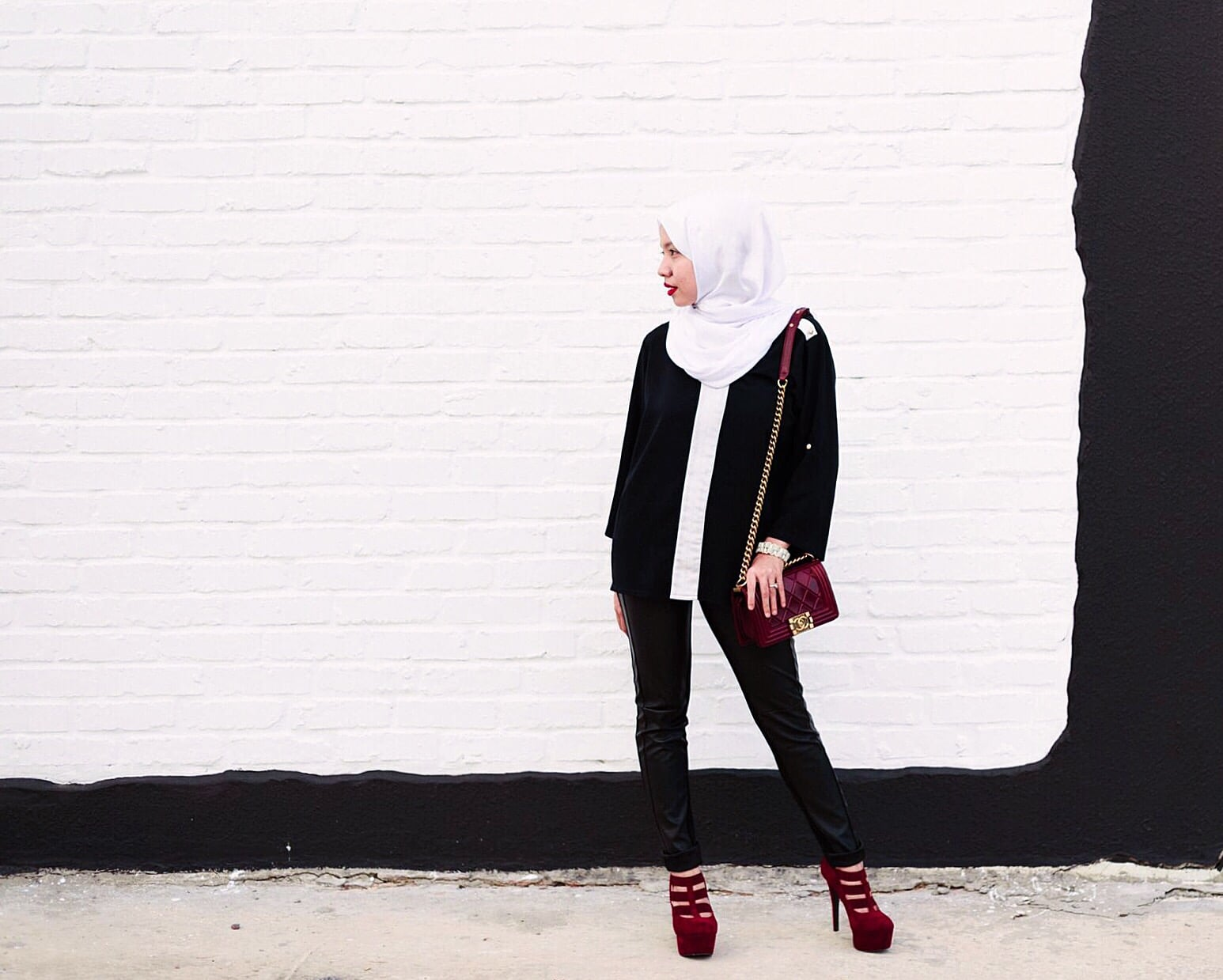 Oooops sorry. No picture of my new hairdo. But here is a picture of my ootd in front of the shop. Hehe.