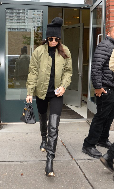 Style Icon, Kendall Jenner is wearing casual utilitarian-inspired look. (Pic: Vogue)