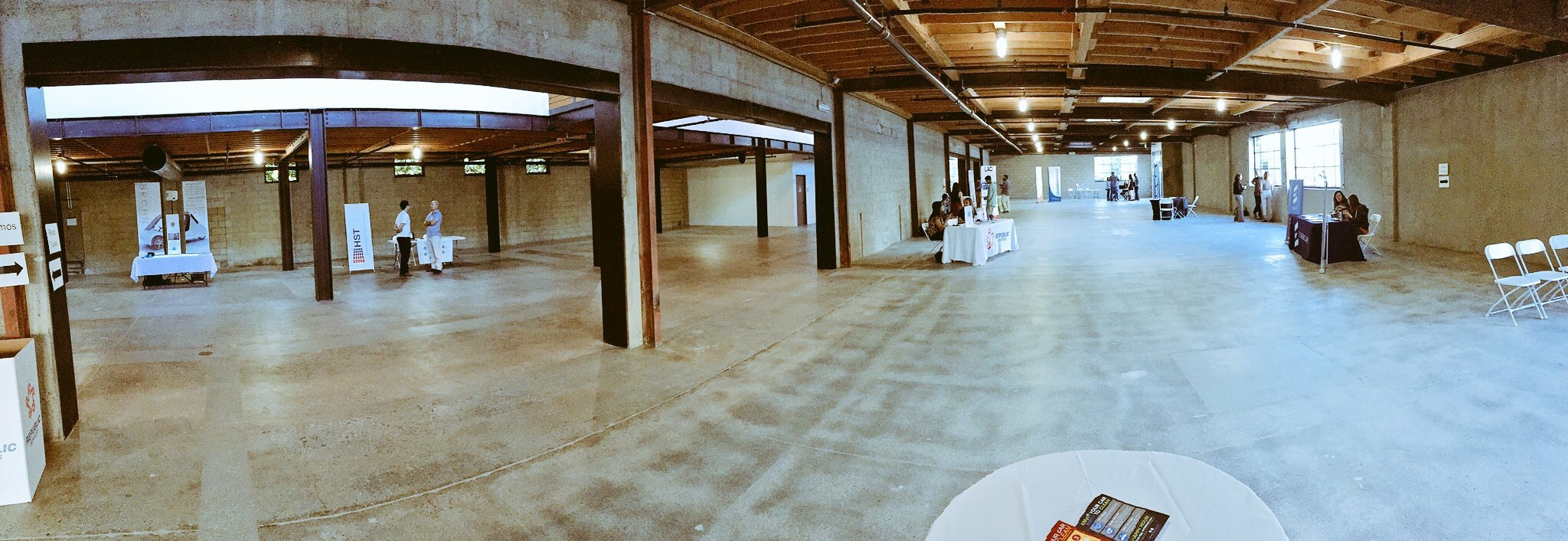 First floor of the awesome blAckwelder venue. The calm before the storm.