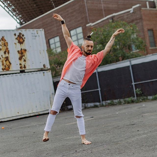 Herald Square!  Alchemy of Movement Workshop this Saturday 2pm with Pawel! @pavew_q .  Come experience movement @weareyfhs .  This workout will help develop flexibility, stamina, agility, coordination & efficiency of movement.  Connect with your inner movements based on somatic experience and imagery!  Sign up through link in bio its gonna be awesome!