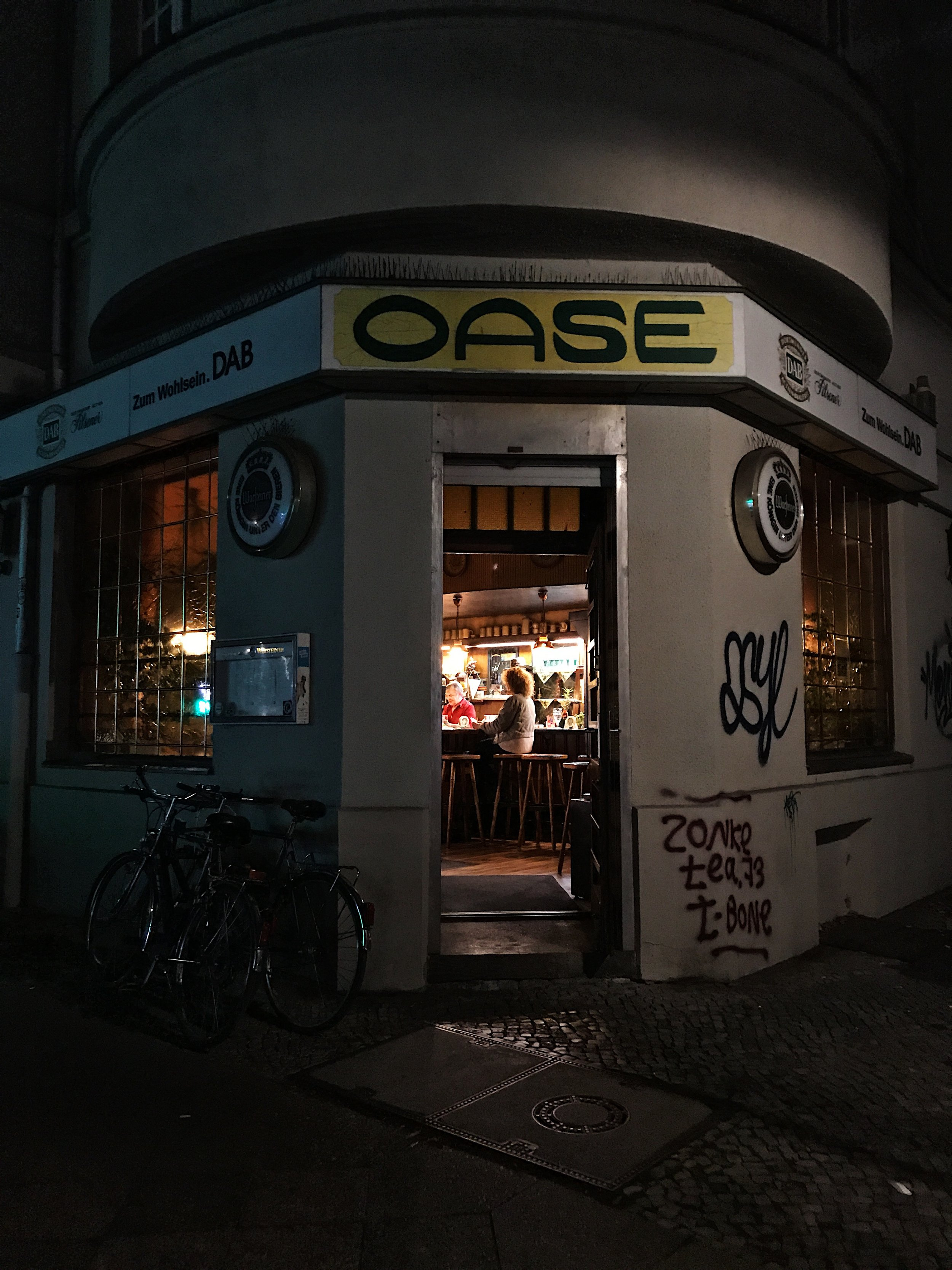 The very local bar I fell in love with (Gaststätte Oase)