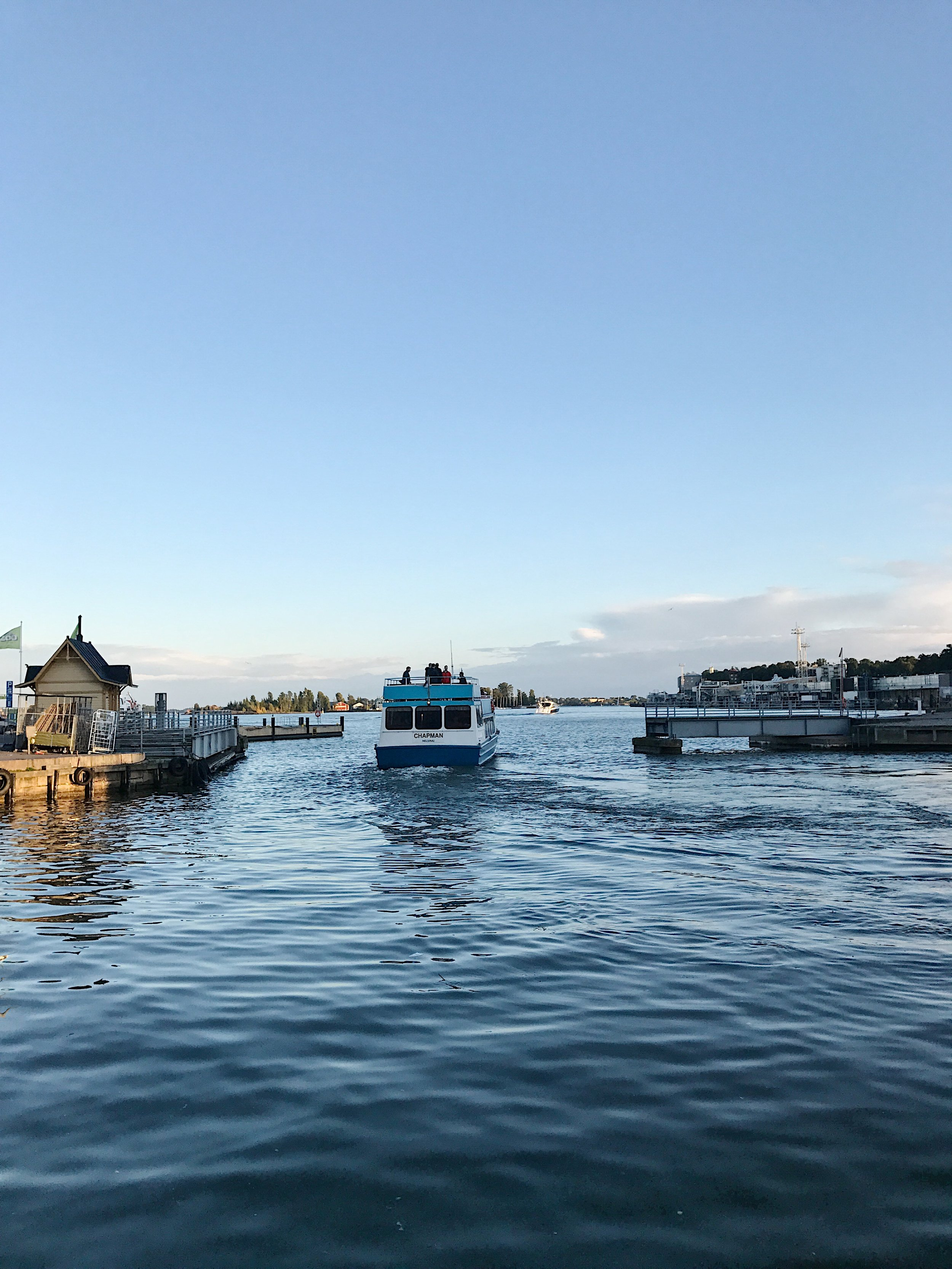 Ferry to Suomelinna