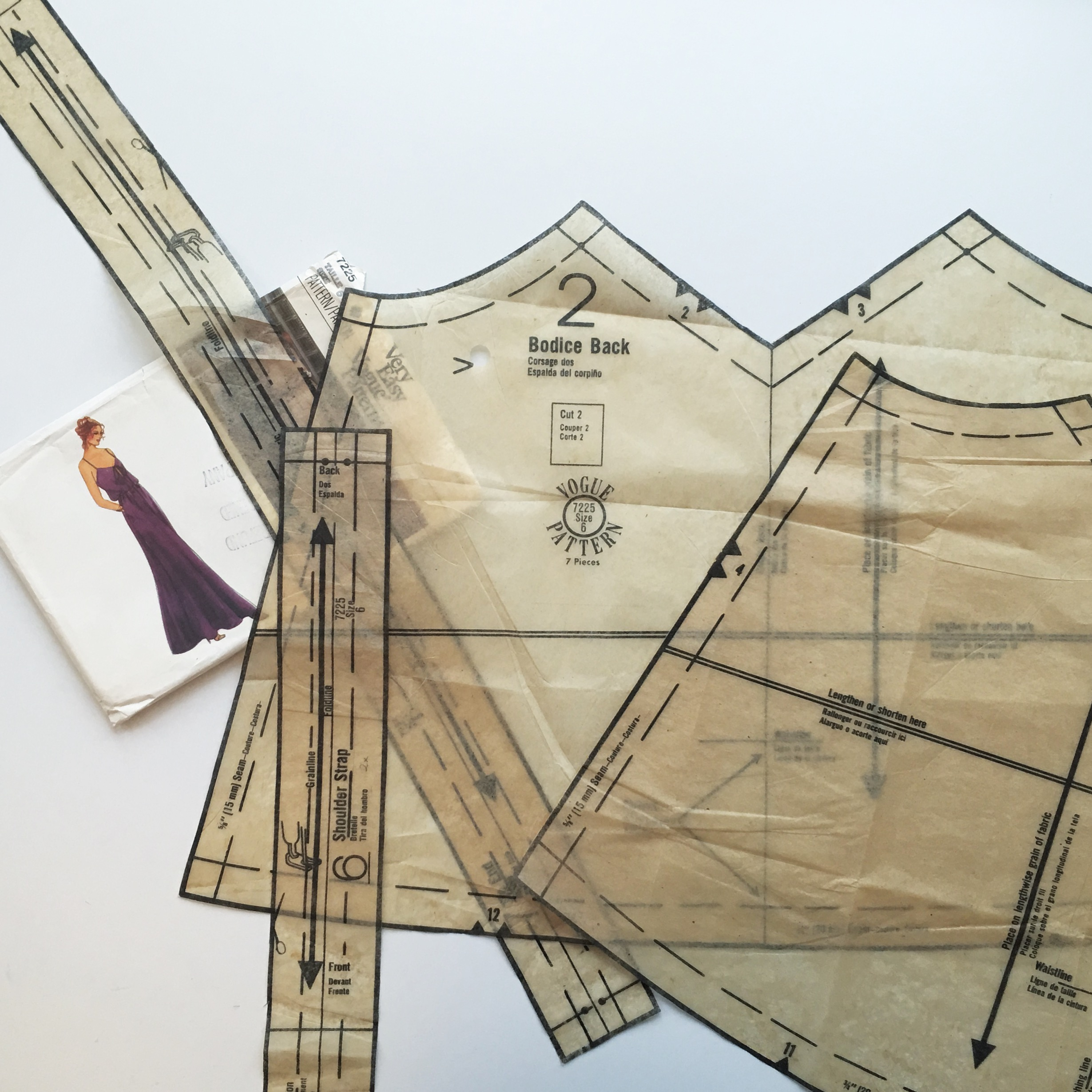 Vogue Vintage Dress - Getting started (i accidentally ripped the very thin (and old) pattern paper countless times)