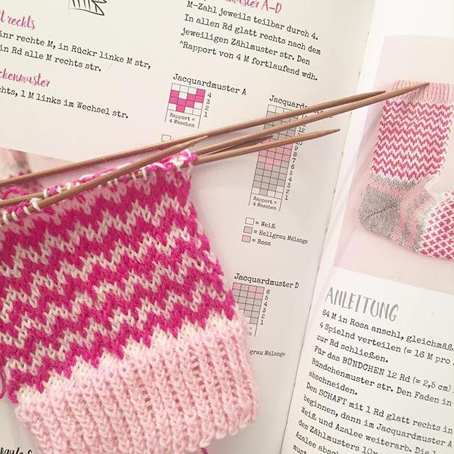 (slow) progress on #soxxno22 🙃 #stricken #soxxbook #stine_und_stitch #knitting #knitstagram #knittersofinstagram #instaknitting