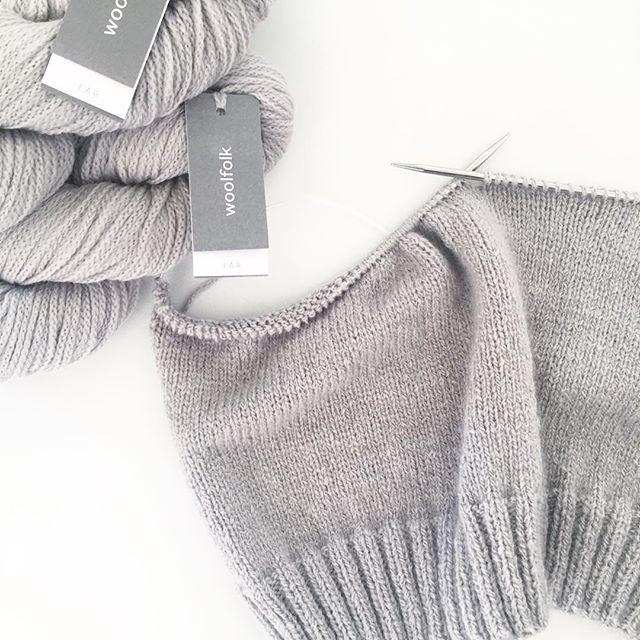 Burgundy Sweater in the making. Testknitting for @kurokiknitting 🙌🏼 #burgundysweater #testknitting #woolfolk_yarn #woolfolkfar #knitstagram #knitting #instaknitting #knittersofinstagram #stricken