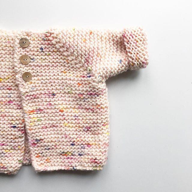 I don't mind rainy Sundays #haraldsjacket #knitting #knitstagram #instaknitting #babyknits pattern by @strikdet, wool @weareknitters