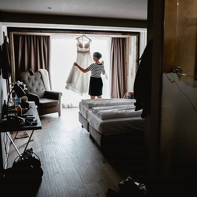 Often wedding photography is about taking the role of a silent spectator..... #seefeld #tirol #weddingphotography  #wedding #gettingmarried #gettingready #austria🇦🇹 #weddingphotographeraustria #sayyesinaustria #destinationwedding #destinationweddingphotography