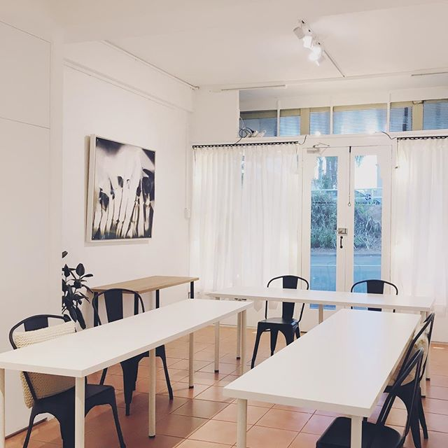 All ready for @bluebird_natural_beauty's very popular Natural Make-Up Workshop tomorrow! If you missed out on tickets for tomorrow don't worry! Amy has another workshop on the 25th of November. Be sure to follow her Instagram for hot tips and make-up trends! . . . . . #brisbane #brisbaneevents #brisbanespaces #studiohire #spacehire #workshopspace #littlemountainstudio #workshop #spaceforrent #multipurpose #brisbaneworkshops #diymakeup #learning #skills