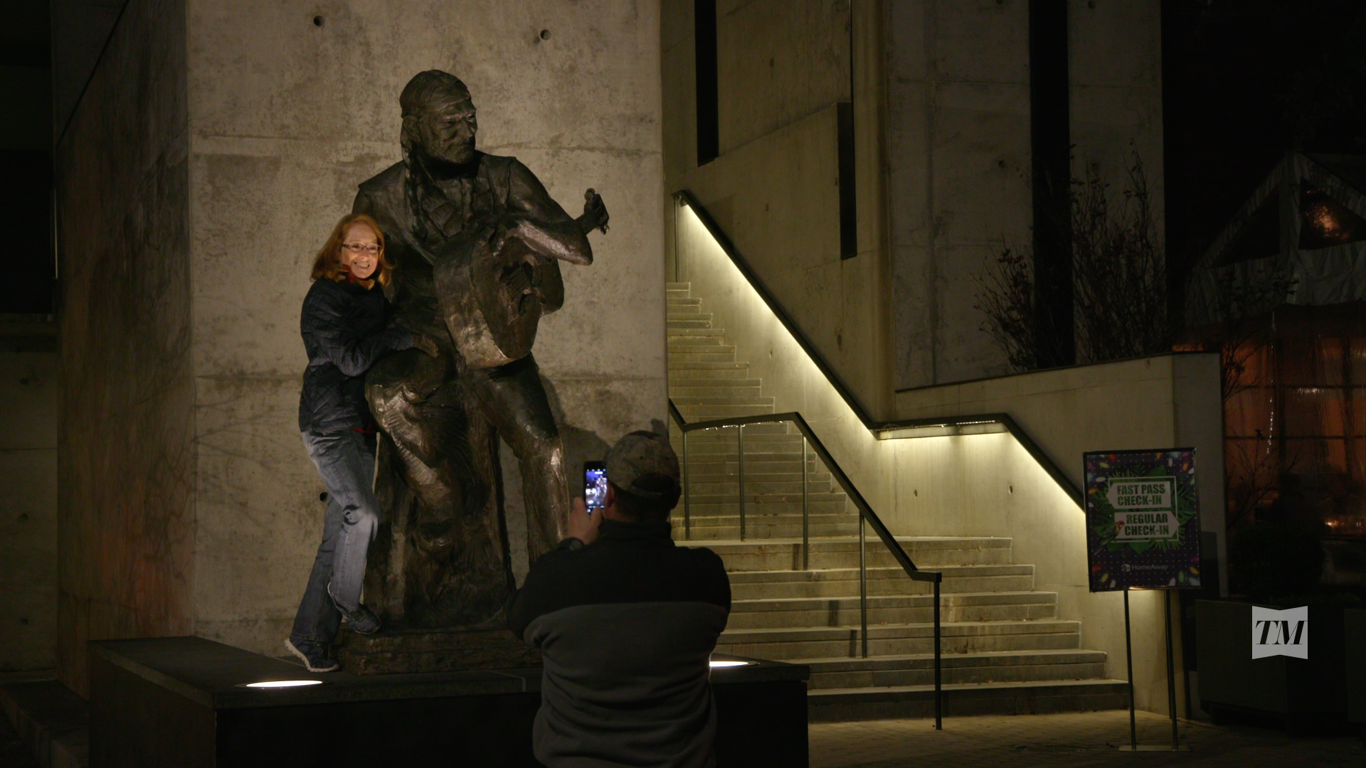 dox-video-production-work-wille-nelson-statue.jpeg