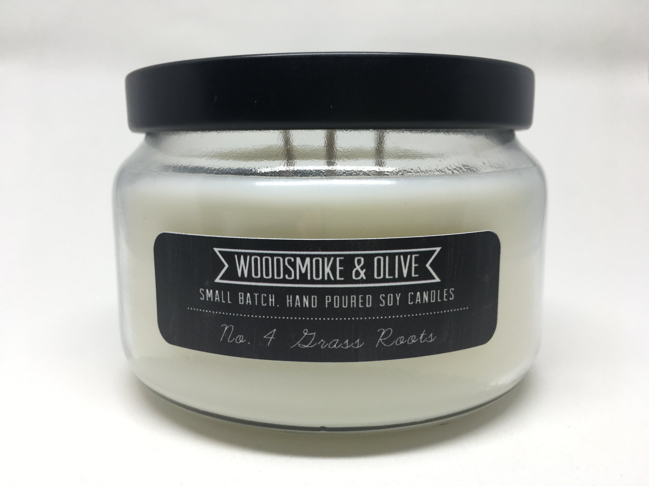 No. 4 Grass Roots   No. 4 Grass Roots smells like fresh morning dew that settles on blades of grass. The perfect combination of earthy and fresh.  Pthalate-free.   Available in 9 oz  Burn Time: approx. 36 hours.