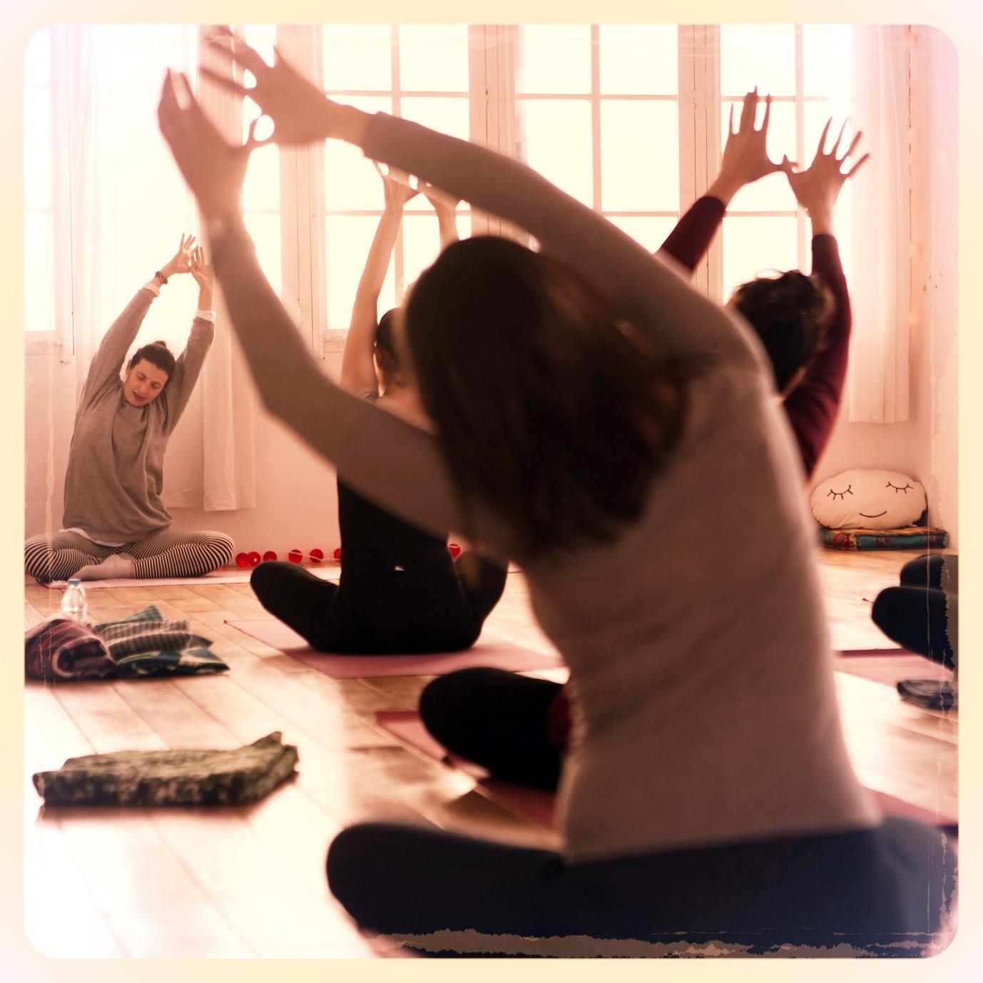 clase yoga prenatal