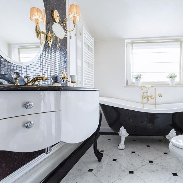 Loving the black and white vanity and clawfoot tub along with the tile work! Just stunning. #interior #hollywoodregency #interiors #moderndecor #moderndesign #retro #revivaldesign #interiordesign #instastyle #interiorstylist #instadesign #instaportland #portlandinteriordesign #instainteriors #bathroom #bathroomdesign #vintagestyle #vintage #tiled #tile #glam #luxury #oneofakind #original